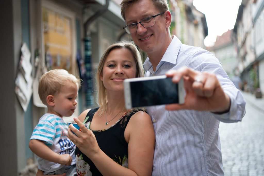 Ein digitales Familienalbum um Erinnerung zu bewahren Anja Grießer-Kotzerke erzählt von ihrer Family Cloud ahwoo