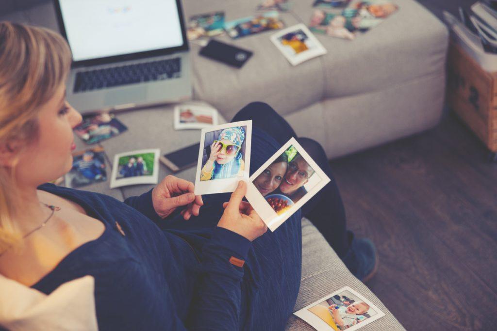 Ein digitales Familienalbum um Erinnerung zu bewahren Anja Grießer-Kotzerke erzählt von ihrer Family Cloud ahwoo.de