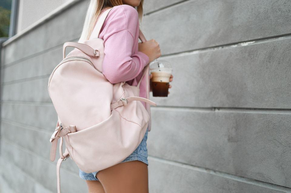 5 gute Gründe als Mama einen Rucksack zu tragen Tragebild