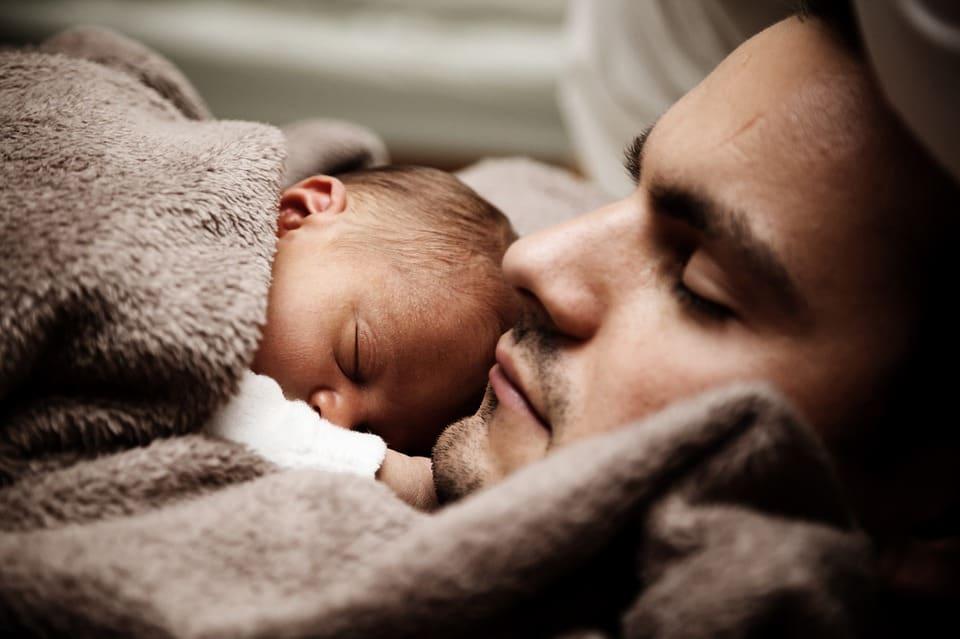 Was kann der Papa im Wochenbett tun 10 Tipps