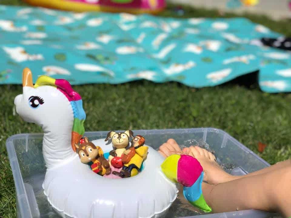 Beschäftigungsideen für Kleinkinder im Sommer mit dem ersten Tonie Song Toniebox Wasser