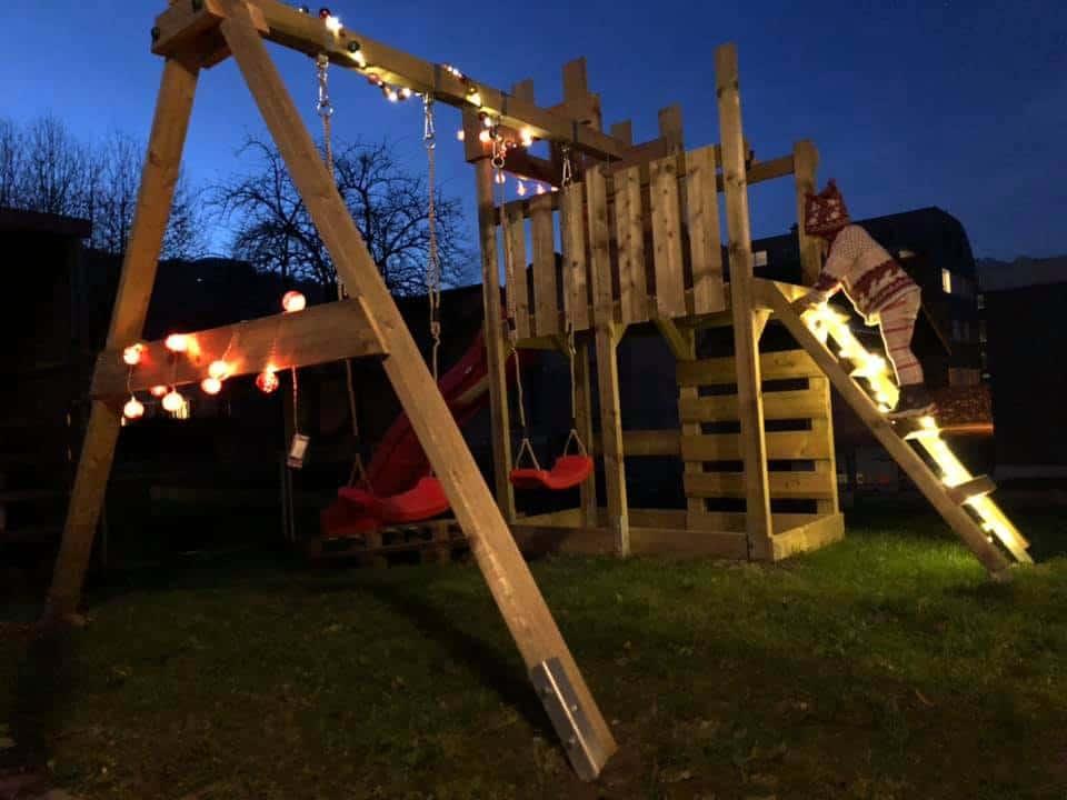 Ein Spielturm für zwei Kleinkinder - der Royal Flyer von Wickey Weihnachtlich
