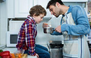 Übergewicht bei Kindern: 7 gesunde Abnehm-Tipps & Tricks